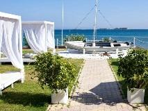 cephalonia-palace-boat
