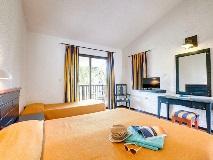 golden-coast-hotel-bungalows-room