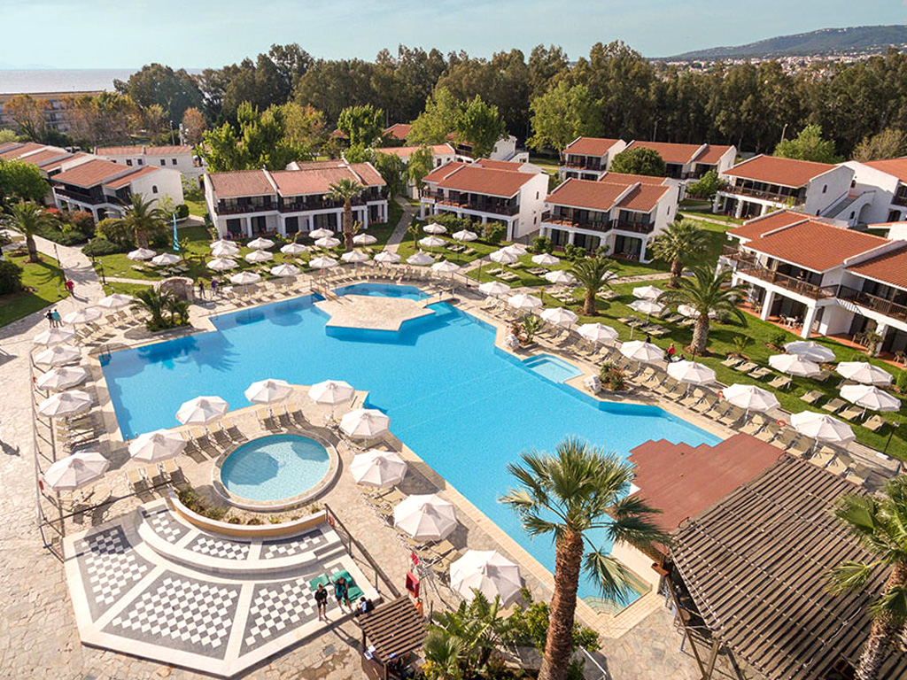 golden-coast-hotel-bungalows