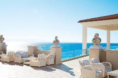 08-Impressive-Overtones-at-the-Terrace-Lobby-Bar-Overlooking-the-Ionian-Sea
