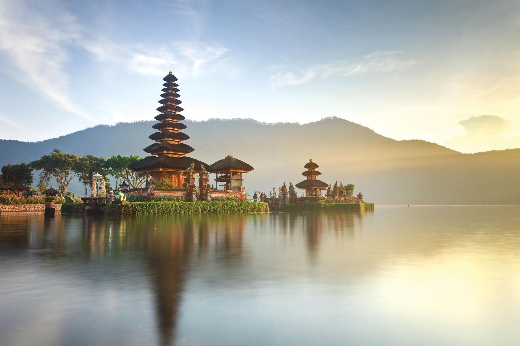 Indonesia-Bali-Bratan-Lake_186150560_1