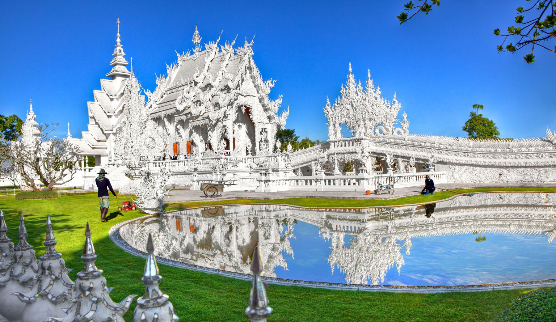 Thailand-Chiang-Rai-Wat-Rong-Khun-White-Temple_190667945