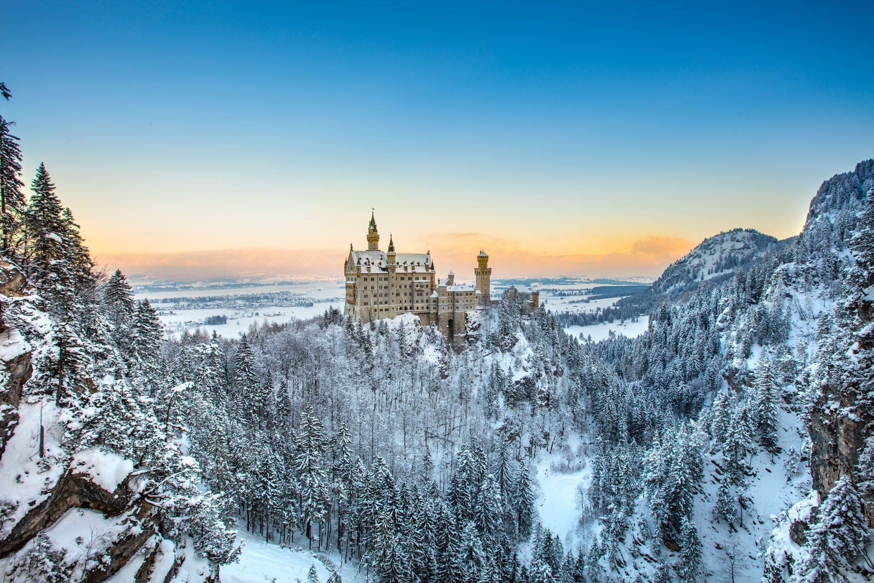germany-neuschwanstein-castle_559204291