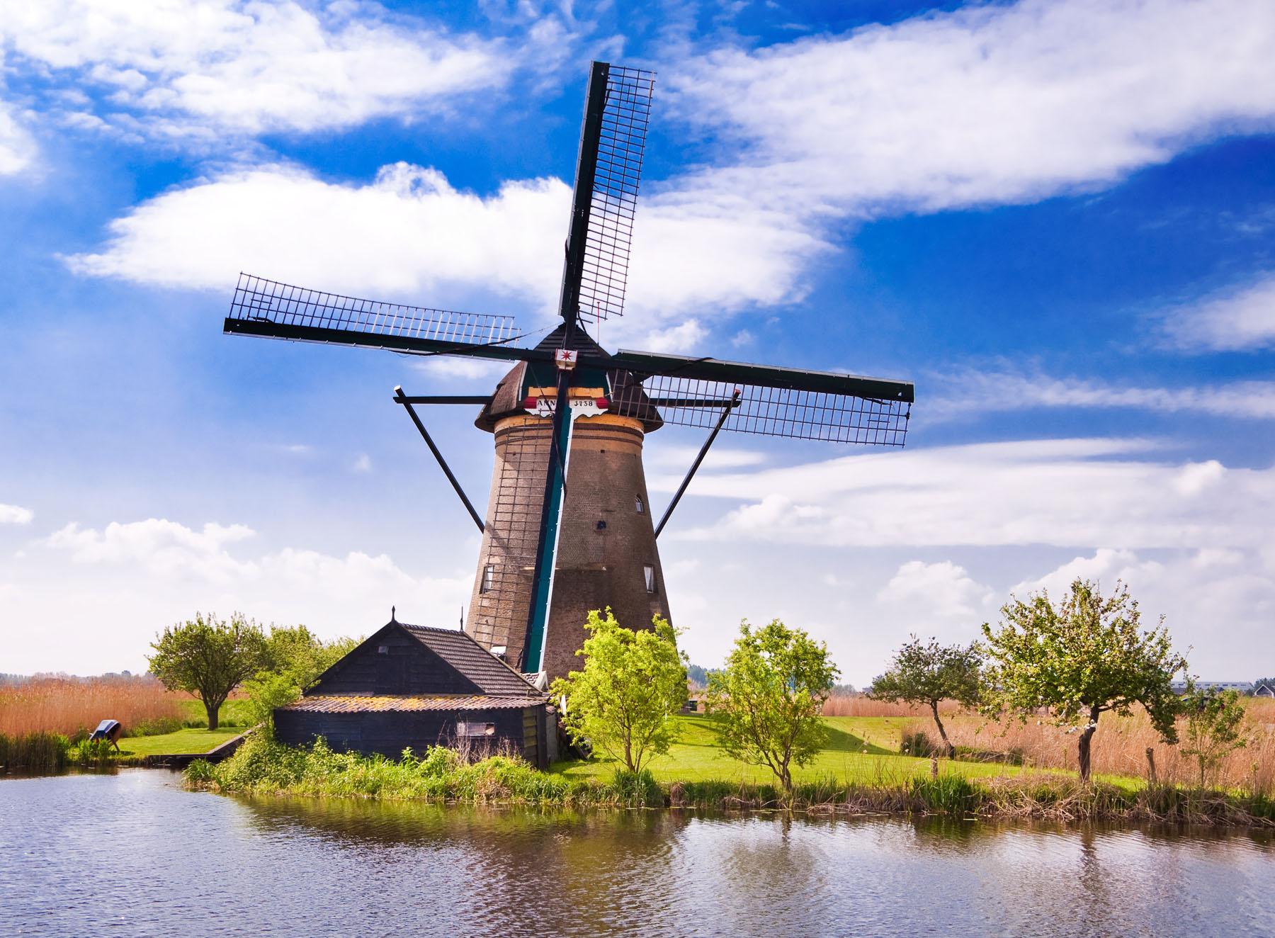 Netherlands-Windmill_190731767