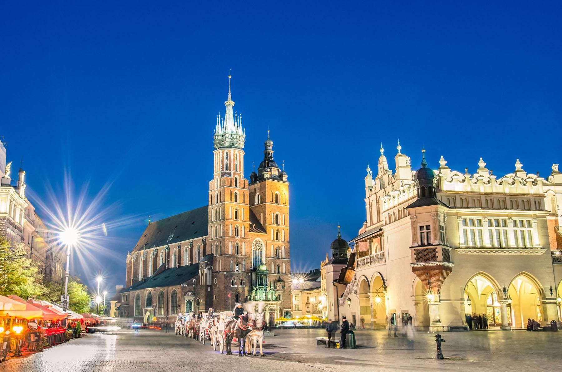 Poland-Krakow-Rynek Glowny_177158264