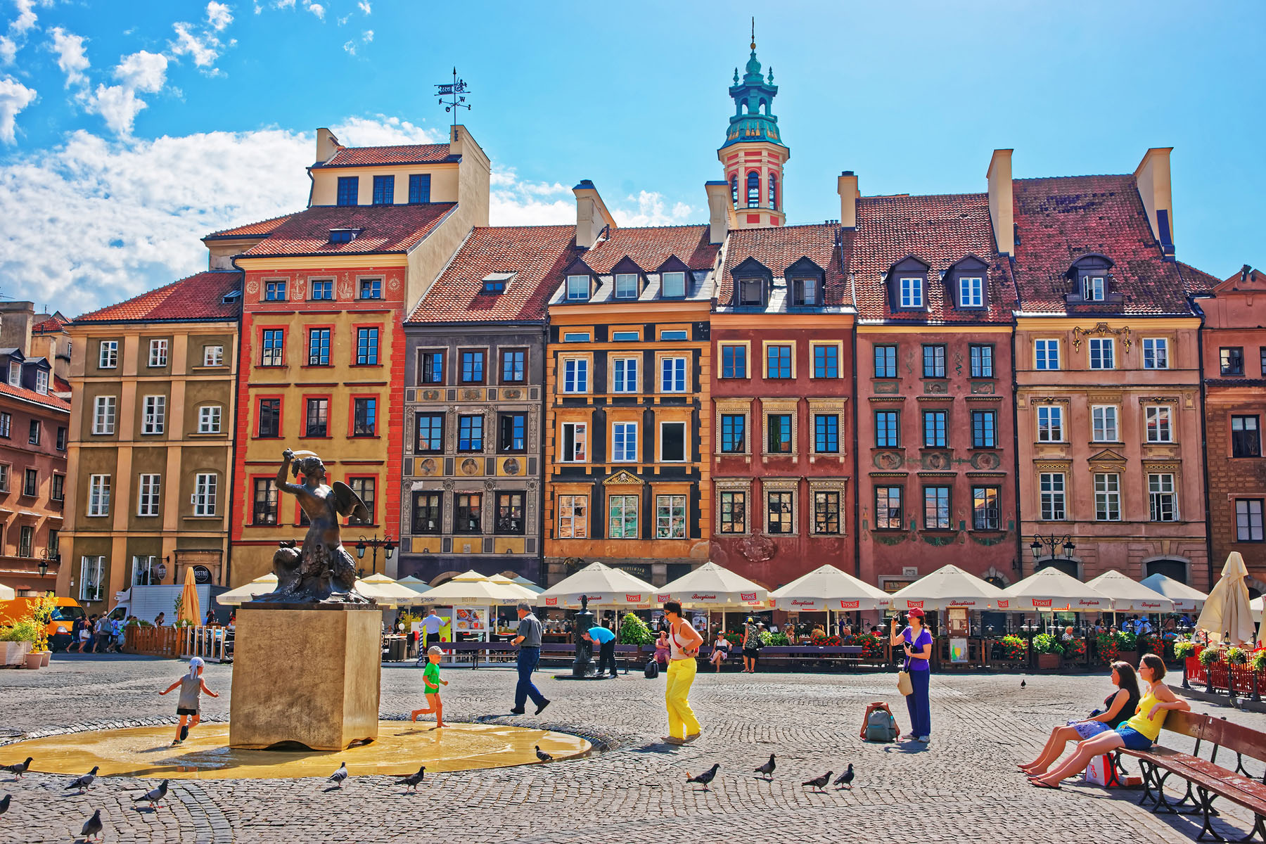 Poland-warsaw old town_571529755