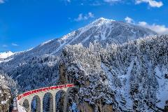 Switzerland-Train_245828419