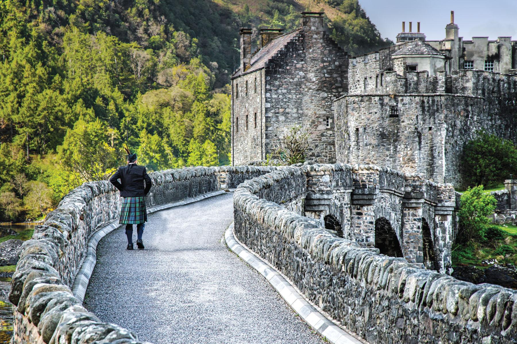 Scotland-Eilean-Donan Castle_1228636552_1